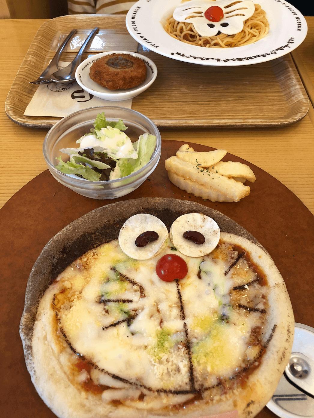 藤子・F・不二雄ミュージアム内レストラン(カフェ)のピザ「ドラゲリータ」